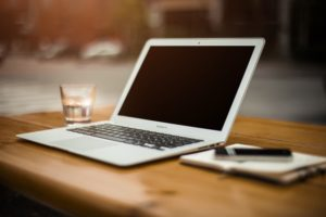 ¿Cómo ayuda el portal del empleado a la empresa?
